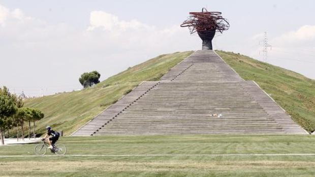 La icónica escultura de «la dama del Manzanares», ubicada en el Parque Lineal