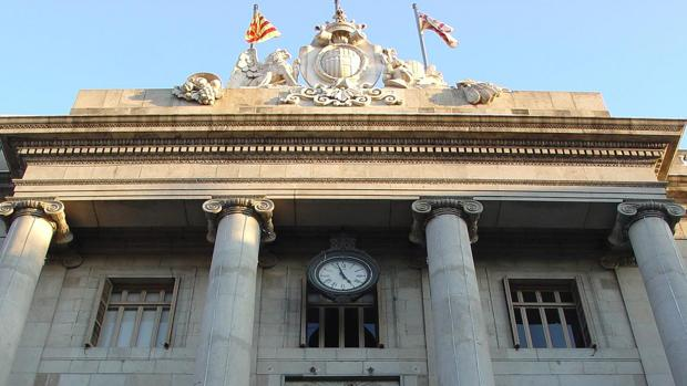 España tiene 8.122 ayuntamientos. En la imagen, la Casa Consistorial de Barcelona