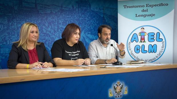Los concejales Puig y Mateo con Cuartero, de la Asociación TEL