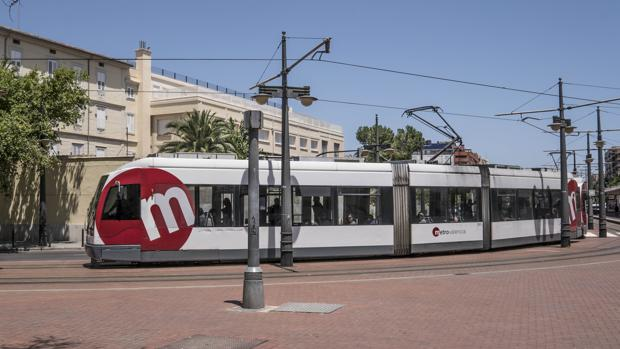 Imagen de una de las unidades del tranvía del Metro de Valencia