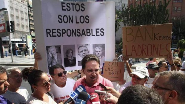 Carlos Pena, durante una protestade la Plataforma CAM en Alicante