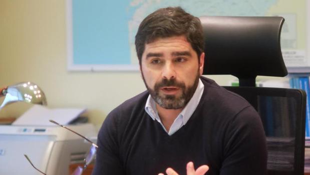 El director de Augas de Galicia, Roberto Rodríguez, en su despacho