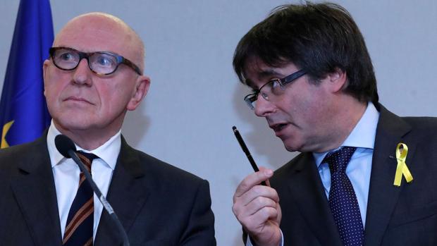 Carles Puigdemont y su abogado Paul Bekaert