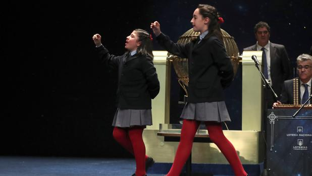 Momento en el que los niños de San Ildefonso cantan el quinto premio