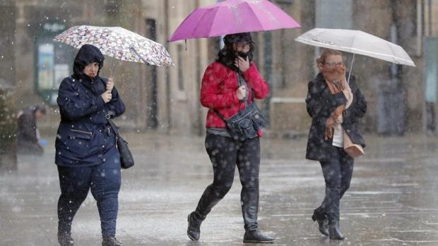 Tres visitantes sufren las consecuencias del temporal en Santiago de Compostela