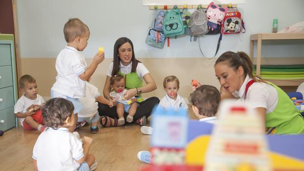 Niños jugando en la guardería RAFAEL CARMONA.ARCHCOR