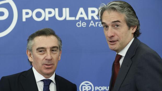 El ministro De la Serna, junto al líder aragonés del PP, Luis María Beamonte