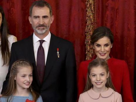 Don Felipe, este martes junto a su familia, en la ceremonia para ortorgar el Toisón de Oro a la Princesa de Asturias