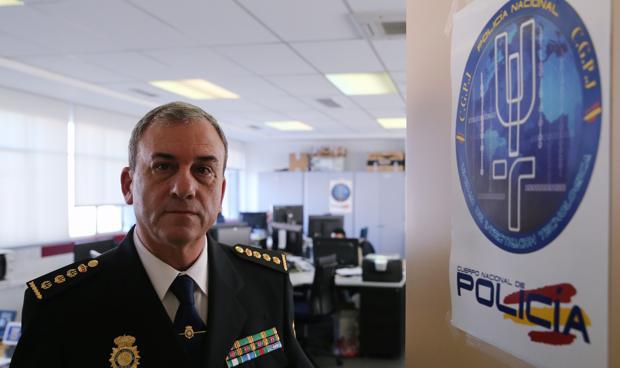 El comisario principal de la Unidad de Investigación Tecnológica Rafael Pérez posa para ABC