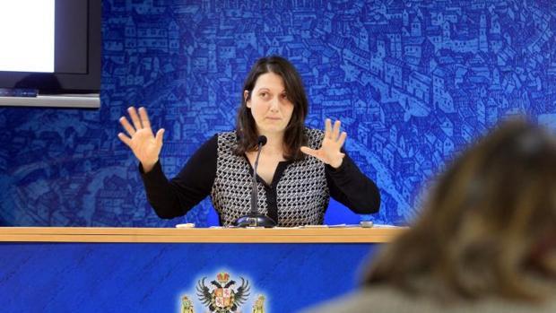La concejala Eva Jiménez explica las medidas a tomar en caso de sequía