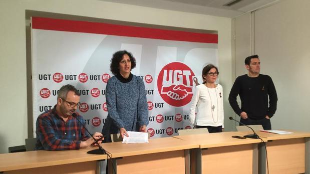 José Luis Arroyo y Mayte García (CCOO) junto a Higinia García y Alberto Sánchez, de UGT