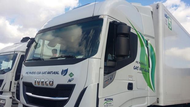 Imagen de uno de los camiones propulsados con gas natural
