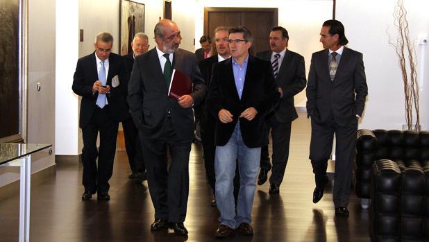 El Consejo de Dirección de Caja España, presidido por Santos Llamas, en 2010