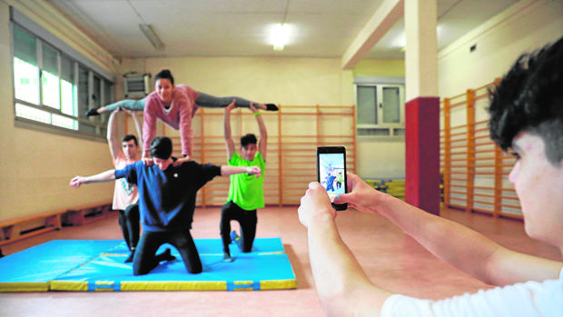 Varios alumnos el instituto Pinar de la Rubia (Valladolid) durante un ejercicio de Educación Física