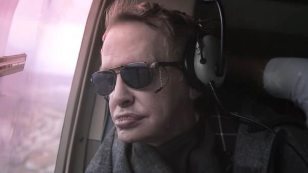 Stephen Hawking sobrevolando Tenerife