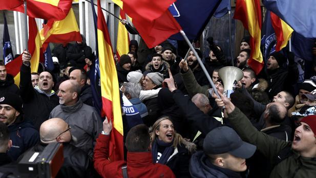Imágenes del intento del desalojo de la sede de Hogar Social Madrid