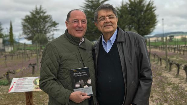 Sergio Ramírez y Carlos Moro. este pasado domingo en las Bodegas Emina, en Valbuena de Duero