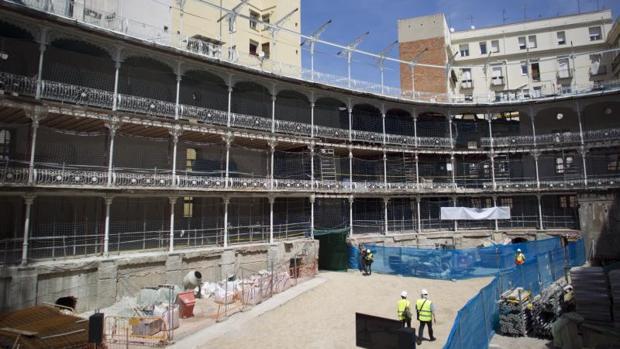 Las obras en el interior del histórico frontón Beti Jai