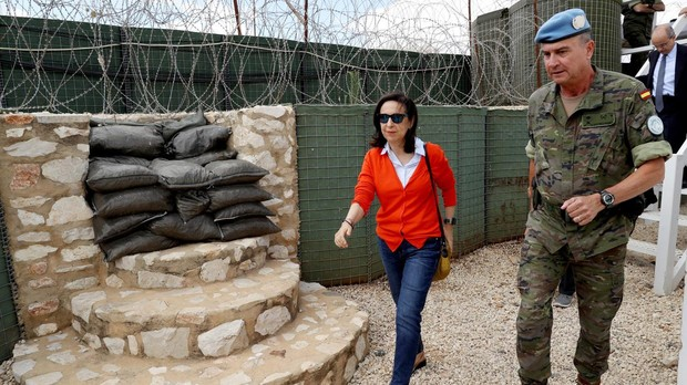 La ministra de Defensa, Margarita Robles, en su visita al Líbano, junto al General de Brigada José Luis Sánchez, Jefe de la Brigada Multinacional Este, de la Brigada Aragón