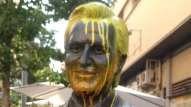 Estatua de Manolo Escobar en Badalona