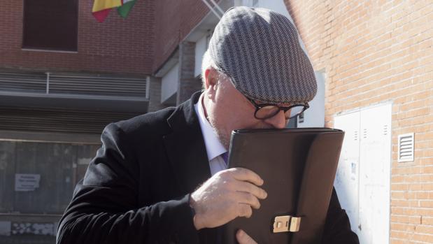 El comisario José Manuel Villarejo tras prestar declaración en el juzgado de Estepona (Málaga) en 2016