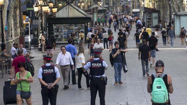 Las Ramblas, horas después del atentado del pasado agosto