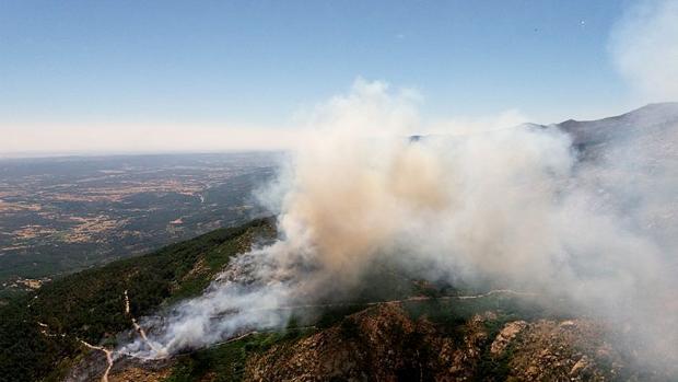 La simultaneidad de los tres incendios han hecho que se declare el nivel 2 de peligrosidad