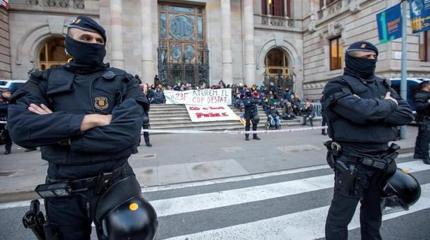 Manifestantes convocados por los CDR taponaron la entrada del TSJC el pasado 23 de febrero