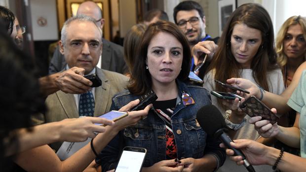 La portavoz del grupo parlamentario socialista, Lastra, en el Congreso