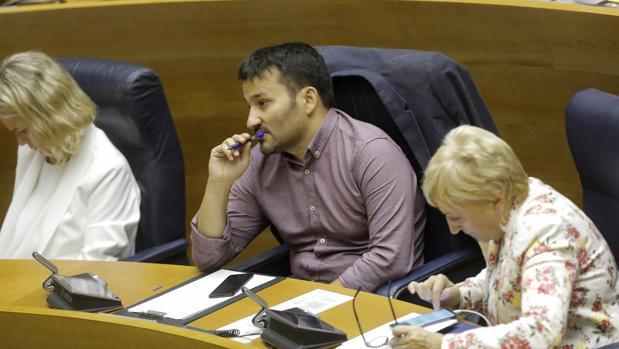 El conseller de Educación, Vicent Marzà, durante el debate el pasado martes