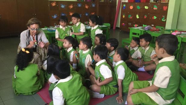 La higienista Susana Cruz ha estado de voluntaria en Malang y Curahjati