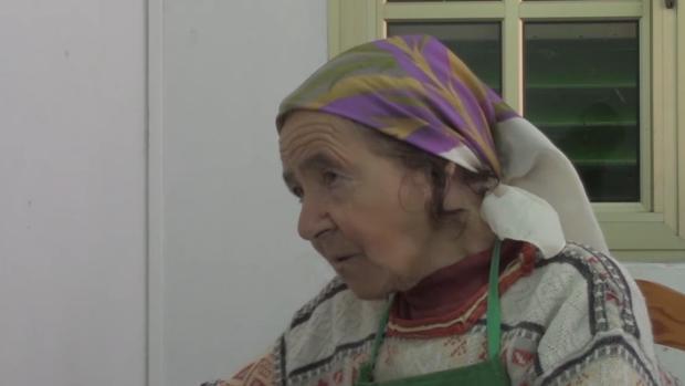 Anastasia Mendoza, a sus 90 años, sigue haciendo uno de los mejores quesos de Canarias desde Saucillo