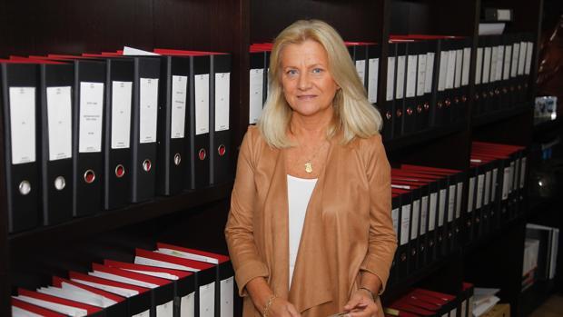 Rocío Beceiro, en el despacho ferrolano de Lama y Asociados