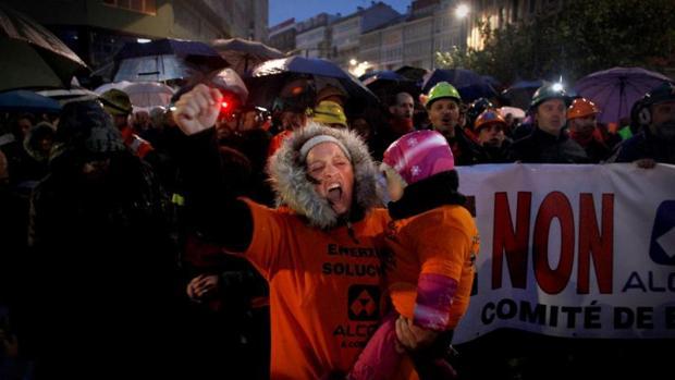 Un momento de la manifestación de los trabajadores de Alcoa en La Coruña
