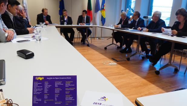 `Page, en el centro, viajó este lunes a Brueselas con los representantes de las organizaciones agrarias de Castilla-La Mancha