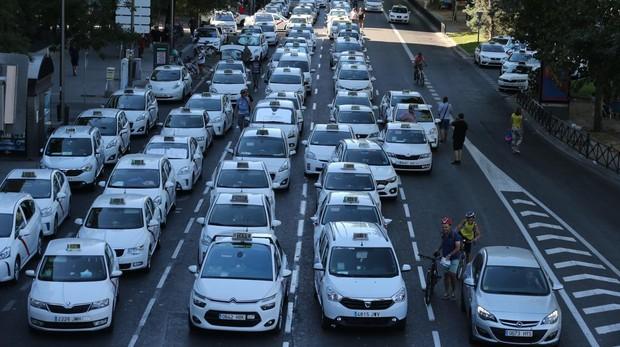 Los taxistas, en julio, colapsando el paseo de la Castellana