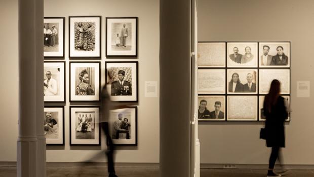 Unas 200 imágenes de maestros de la fotografía como August Sander, Richard Avedon o Seydou Keyta, entre otros integran la exposición «Estructuras de Identidad»