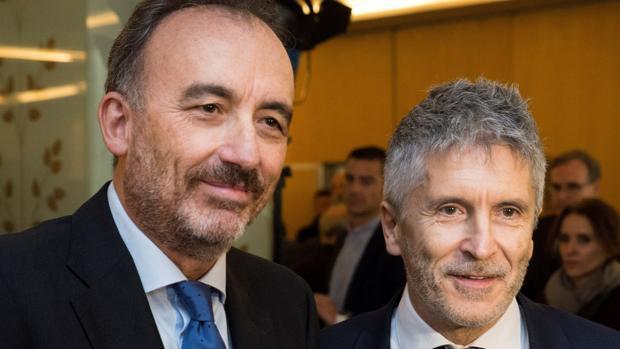 El ministro del Interior, Fernando Grande-Marlaska, junto a Manuel Marchena