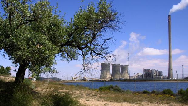 La central térmica de Andorra (en la imagen) tiene casi 600 trabajadores en plantilla. Cerrará en junio de 2020