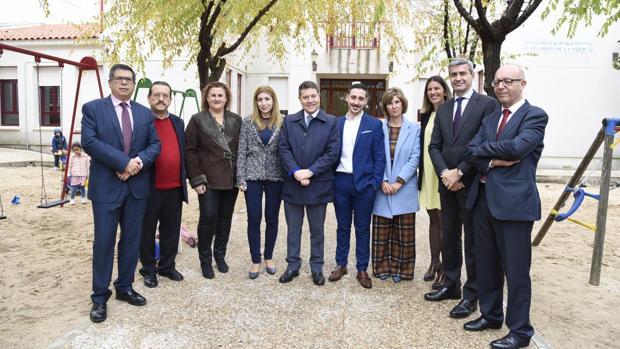 García-Page, junto al alcalde de Noez, José Antonio Ruiz, durante su visita al municipio