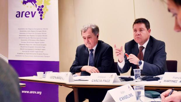 Un momento de la reunión presidida este martes por Emiliano García-Page en Bruselas