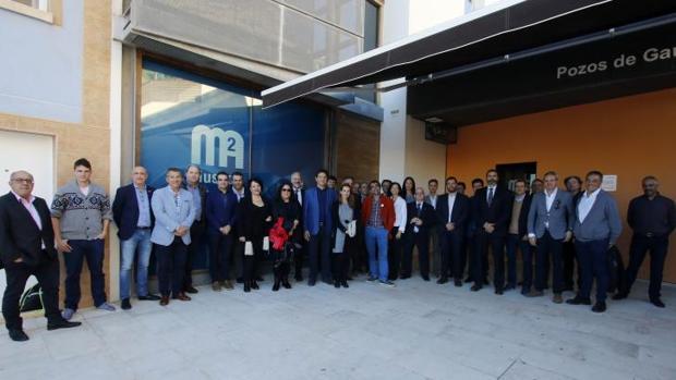 Directivos de Aguas de Alicante con profesionales de los medios de comunicación, en el Museo del Agua