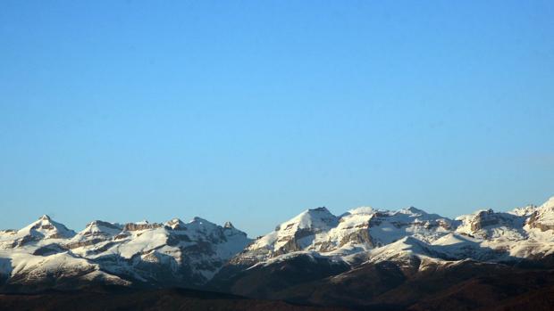 Picos nevados del Pirineo aragonés