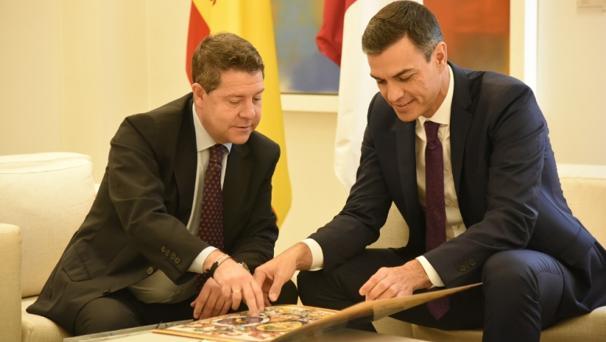 Page con Sánchez en la Moncloa cen una foto de archivo