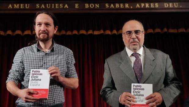 Pablo Iglesias y Enric Juliana, presentando su libro en Valencia, este viernes