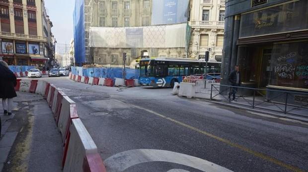 Esta calle perderá un carril para el tráfico rodado entre Puerta del Sol y la Plaza de Canalejas.Además, se ampliarán las aceras en todo el tramo y se colocarán más pasos de cebra