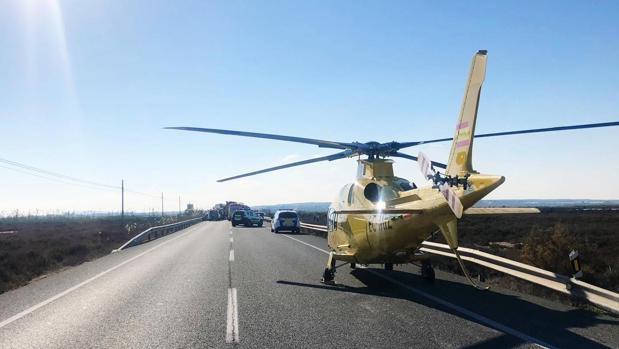 El helicóptero con el equipo médico del SAMU de la Conselleria de Sanitat con sede en el aeródromo de Mutxamel que se ha desplazado al lugar del accidente