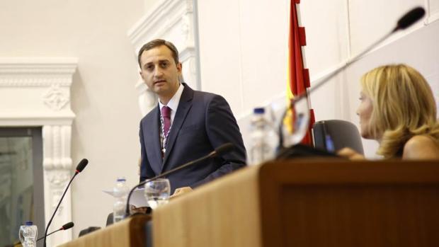 El presidente de al Diputación de Alicante, César Sánchez, en una sesión plenaria