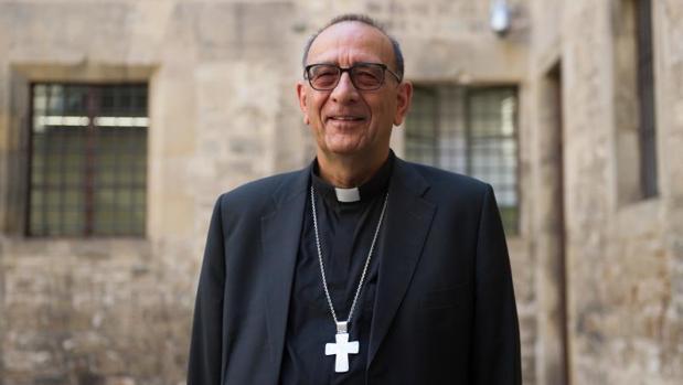 El cardenal Omella, fotografiado en el Arzobispado