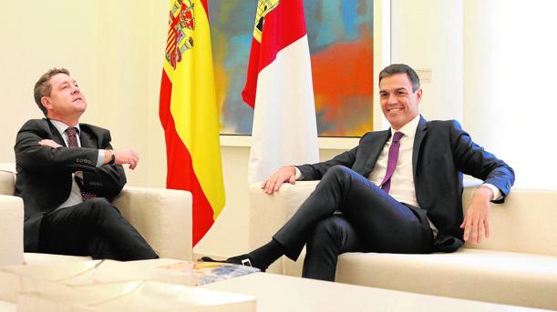 Emiliano García-Page y Pedro Sánchez, en la última reunión que mantuvieron en La Moncloa el 15 de octubre